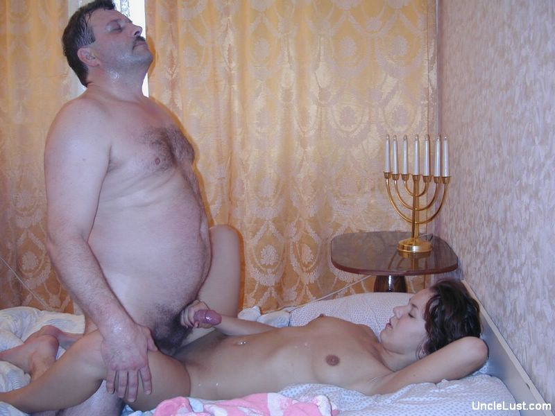 Daddy Licking Daughter Pussy