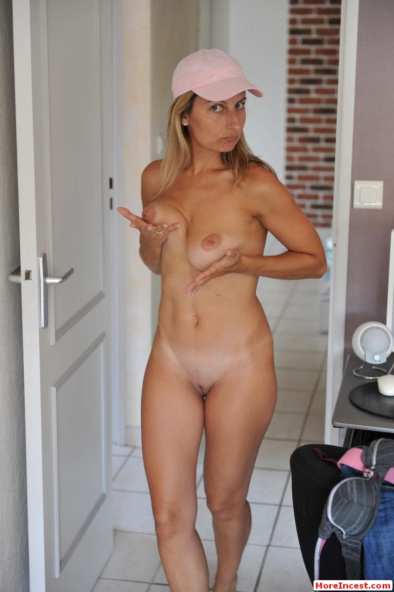 pictures young girlsplayingwithvagina naked
